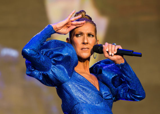Kitartasz, amíg végre láthatod a 70 éves Céline Diont, vagy inkább visszakéred a jegyed árát?